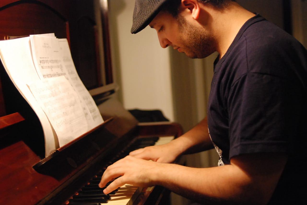 Esteban Dansker: Entre el piano, la memoria y la música