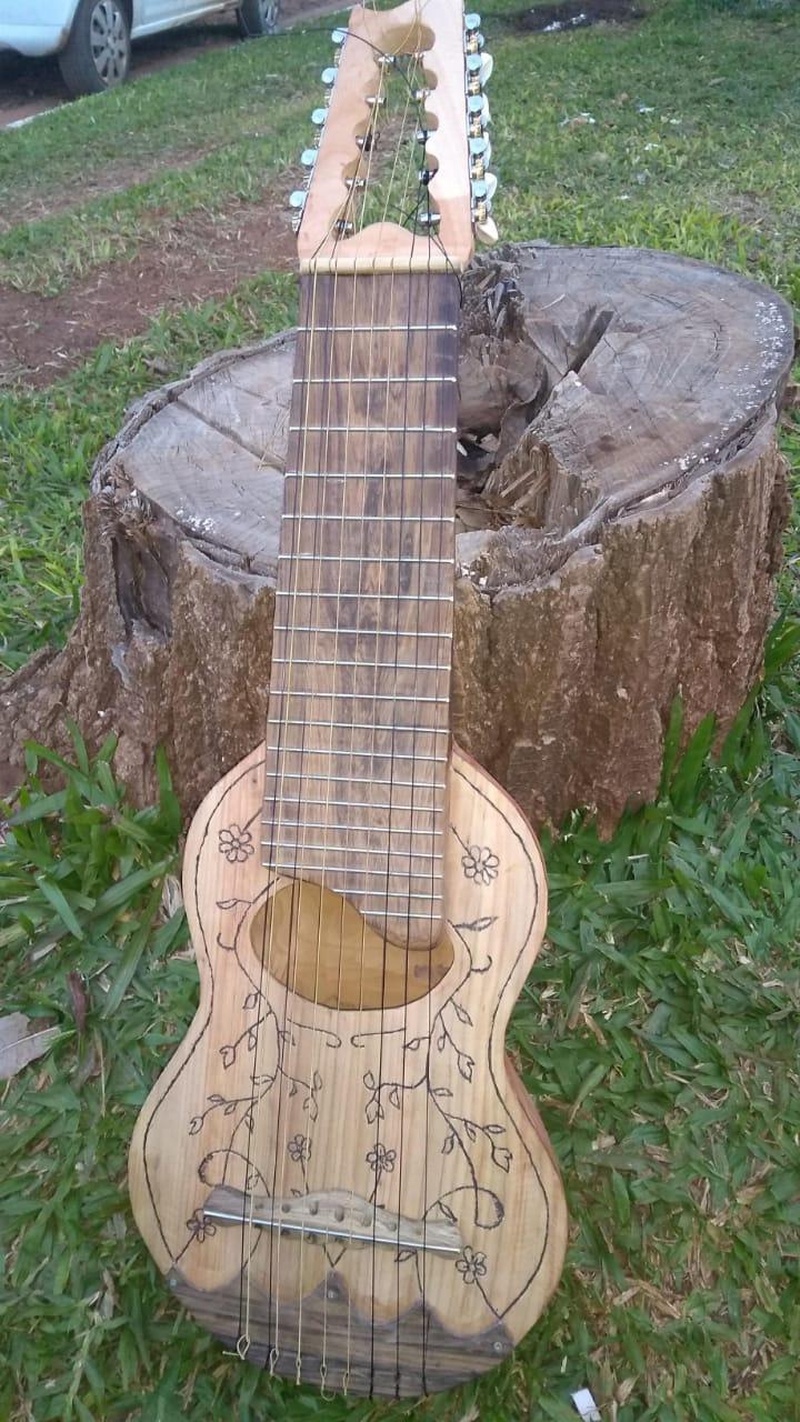 Vida de luthier: nacen guitarras en Paso de los Libres